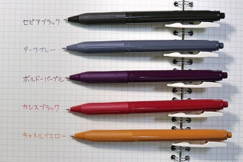 「サラサクリップ0.5 ビンテージカラー」上からセピアブラック、ダークグレー、ボルドーパープル、カシスブラック、キャメルイエローの画像