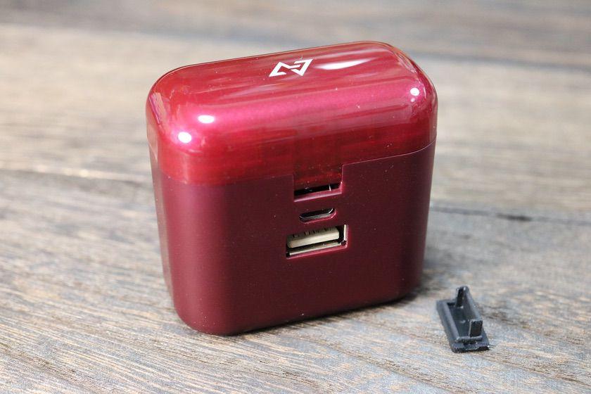 AVIOT TE-D01d ケース裏 充電ポート