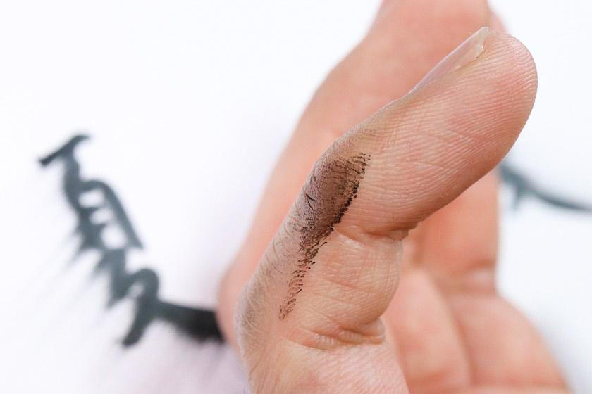 従来の筆ペンで擦れて汚れてしまった画像