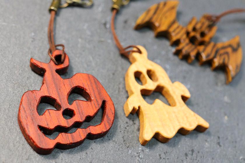 電動糸鋸盤を使った木製ハロウィンオーナメント