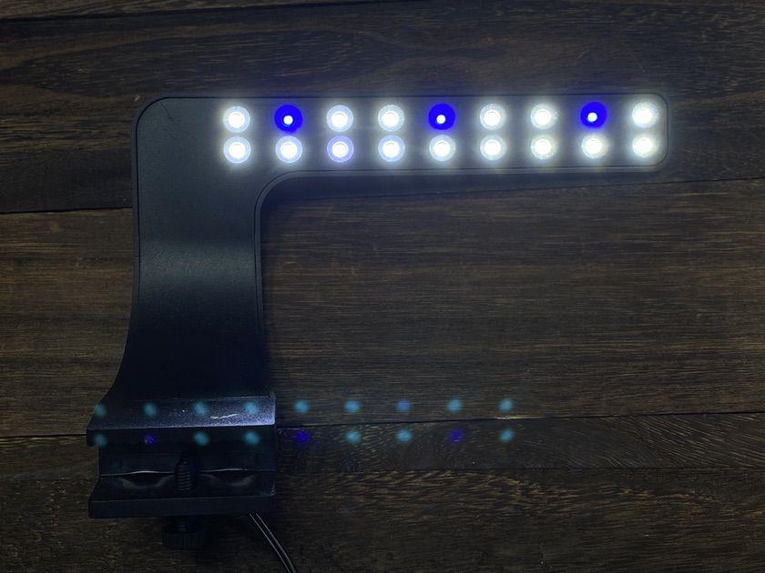 一般的な水槽のLED照明
